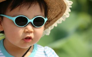 Cuándo poner gafas de sol a un niño